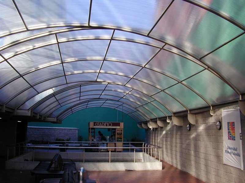 Крыша из прозрачного поликарбоната