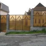 Забор из желтого поликарбоната