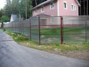 Как сделать забор из поликарбоната своими руками