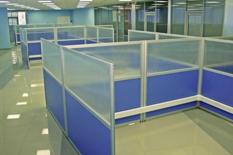 Офис с перегородками из поликарбоната