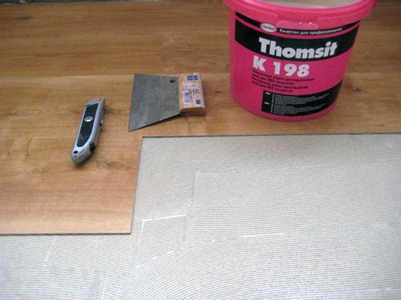 Укладка винилового покрытия на пол