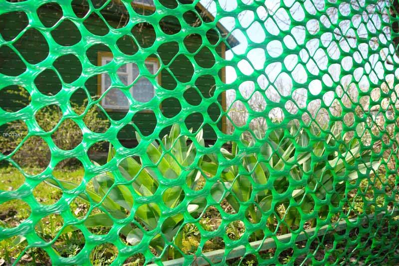 Ограда из пластиковой сетки