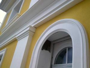 Применение фасадного декора из пенополистирола