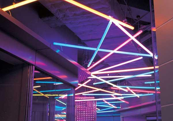 Система освещения из цветных поликарбонатных труб