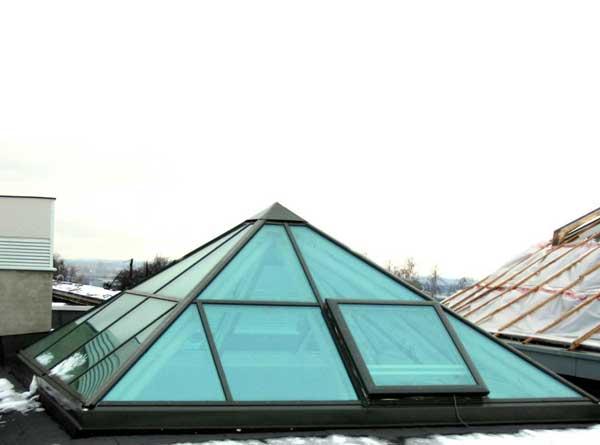 Пирамидообразный зенитный фонарь из поликарбоната