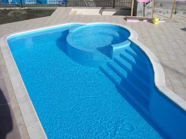 Роскошный пластиковый бассейн для дачи