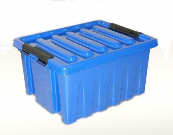 Крупный контейнер из пластика синего цвета