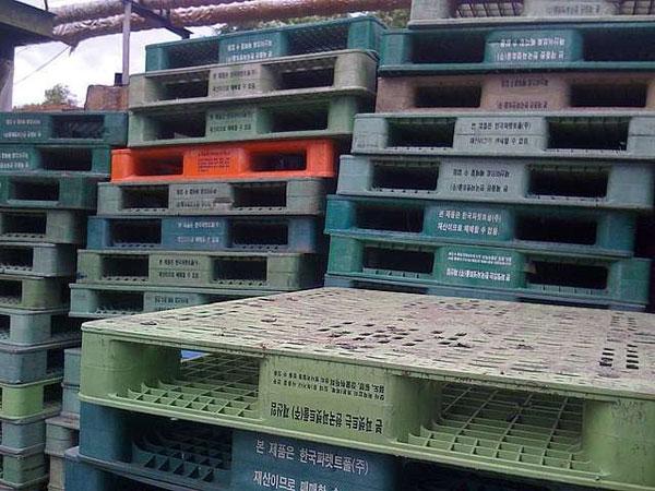 Пластиковые поддоны в производстве и быту