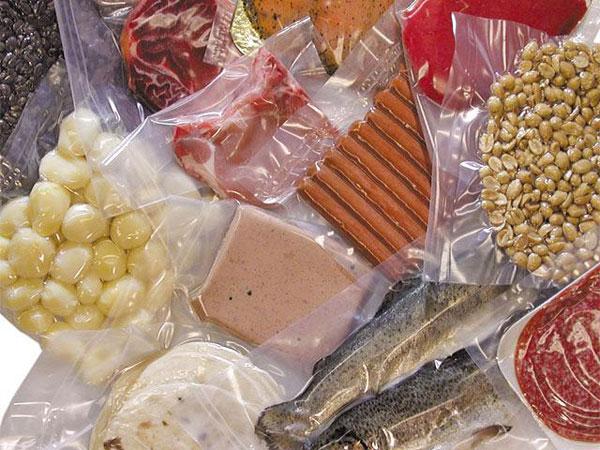 Упаковка продуктов с помощью термоусадочной пленки