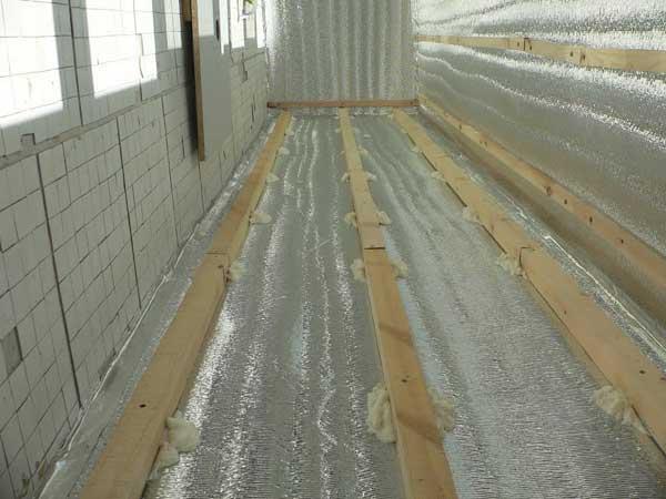 Утепление помещения с помощью фольгированного изолона