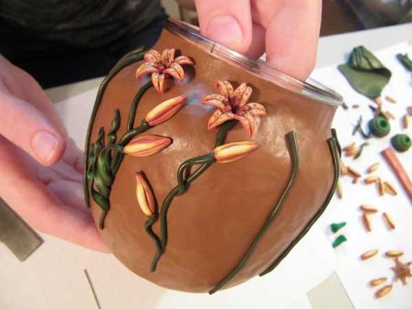 Декорирование горшка с помощью полимерной глины