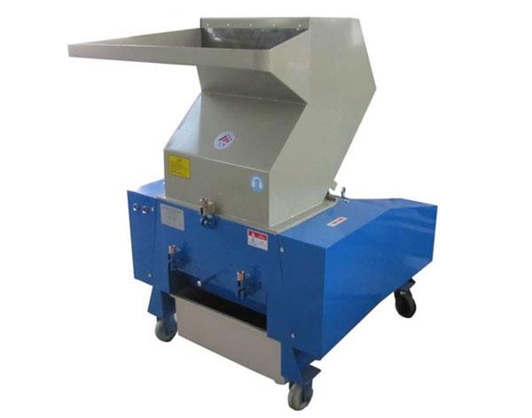 Аппарат для измельчения дерева при производстве декинга